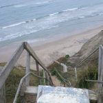 Waghalsige Treppe zum Strand